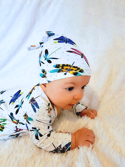 Knot baby hat